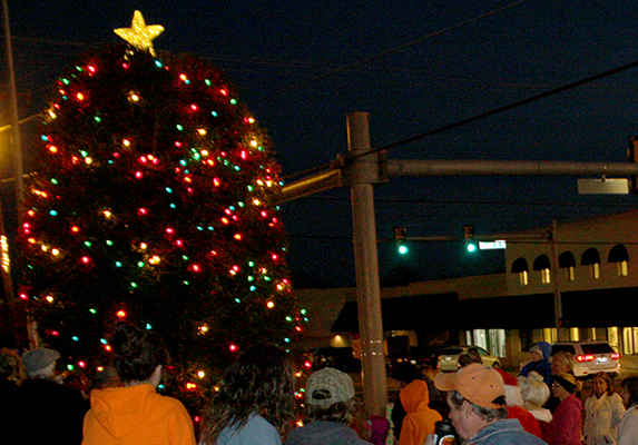 Lexington begins the Christmas Season with the traditional lighting of the tree on the grounds of the Beech River Museum. Photo by W. Clay Crook/The Lexington Progress.